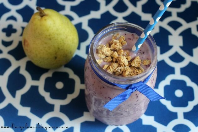 Pear-Berry-Smoothie-with-Granola