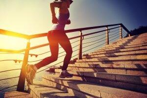 merdiven çıkarak bacaklarınızı inceltin
